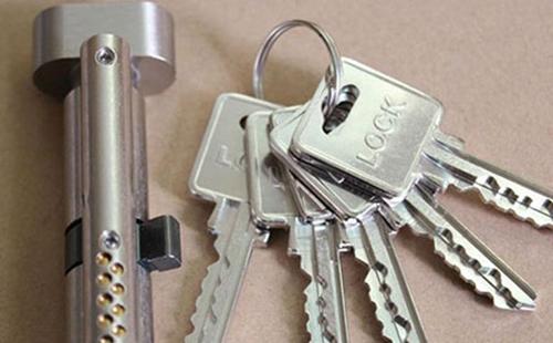 杭州车门锁了钥匙在里面进不去怎么办